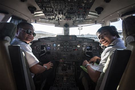 an insider s look into how to visit the cockpit of an airliner 5 steps with