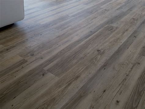 piastrelle in vinile pavimento in vinile effetto legno creation clic system