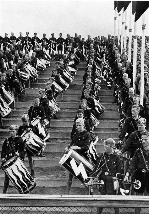 hitler nuremberg nazi rallies world war ii nazi 1935 party rally