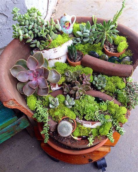 Broken Pot Garden by Broken Pots Turned Into Brilliant Diy Gardens Bored Panda