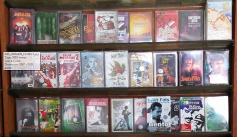 Menjual 2015 Dan Tahun Sebelumnya Lawas musik banyak kaset iwan fals di pulo gadung