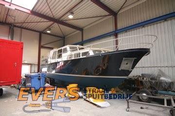 polyester boot stralen stralen en spuiten van een boot evers straalbedrijf