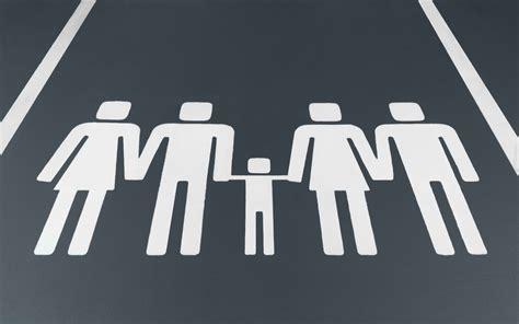 farkli aile tipleri oldugunu hatirlatan park isaretleri bigumigu