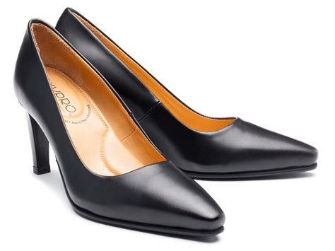 how to make uncomfortable shoes comfortable mary therese black1