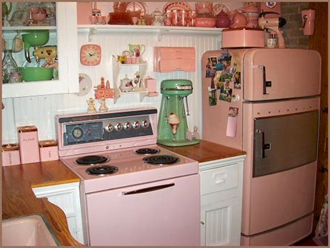 Mj Pink Set 1950 retro kitchen in fashioned pink