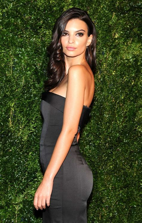 Busty Emily Ratajkowski Wearing A Tight Strapless Dress At The Th Annual Cfda Vogue Fashion