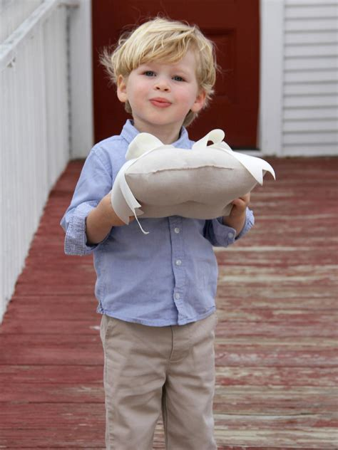 Ring Boy Pillows by How To Sew A Ring Bearer Pillow For A Wedding On