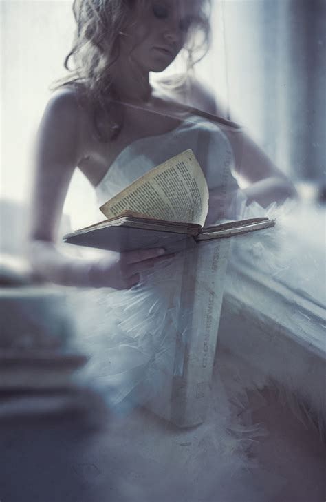 Reading Is Fashionable by Reading Is Fashion By Powierza