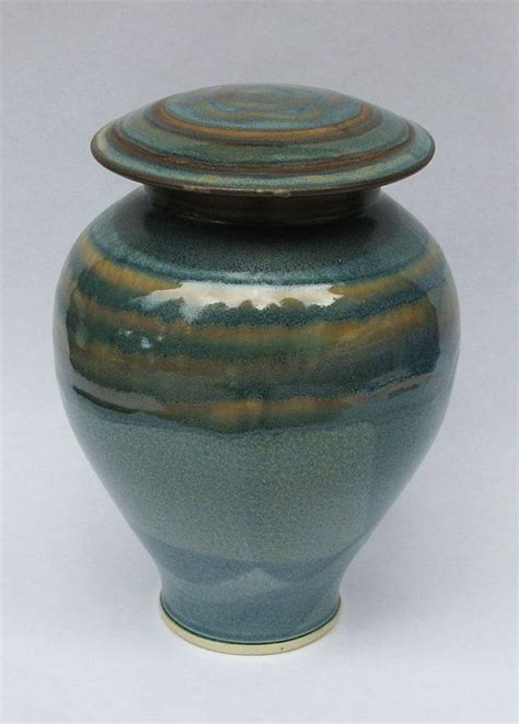 Memorial Vases For Ashes by 1000 Ideas About Funeral Urns On Cremation