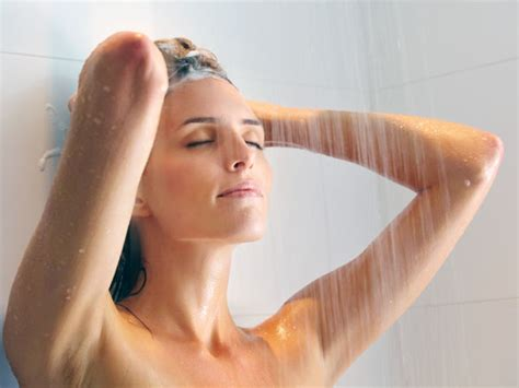 Contrast Showers Detox by Simple Healthy Habits To Be Followed From Your 20s
