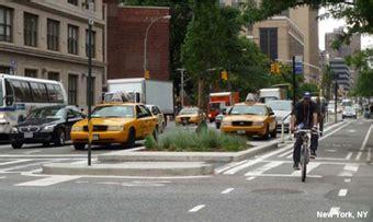 nacto streetsblog new york city nacto feds already greenlighting bikeway design