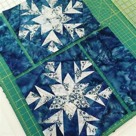 snowflake quilt pattern table runner 25 best ideas about snowflake quilt on quilt