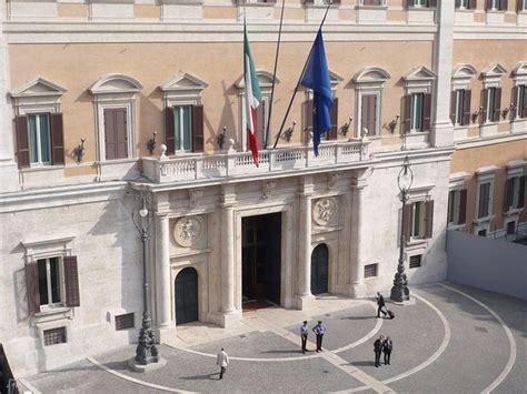 parlamento italiano sede palazzo montecitorio sede della dei deputati uno