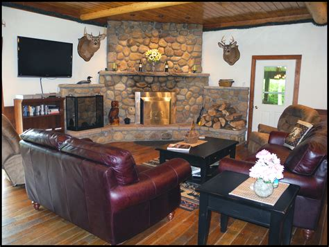 fireplace seating accommodations amenities adirondack goose lodge