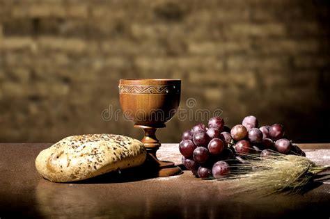 imagenes de uvas y pan pan y vino foto de archivo imagen de aislado cat 243 lico