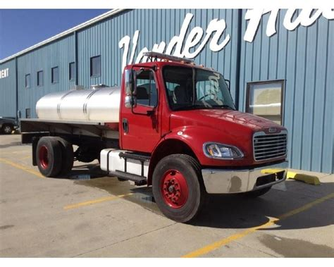 2003 freightliner business class m2 106 truck for