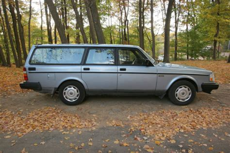 volvo station wagon  dl  runs rare color nice condition   sale   york