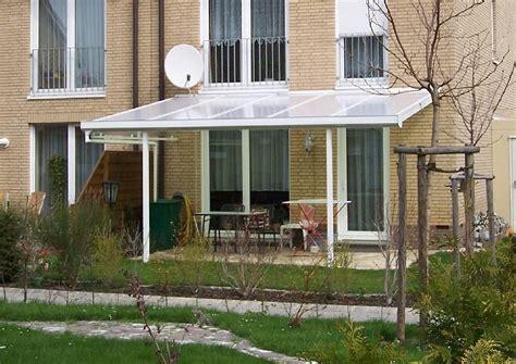 glasveranda bauen terrassendach aus kunststoff sichtschutz aus holz
