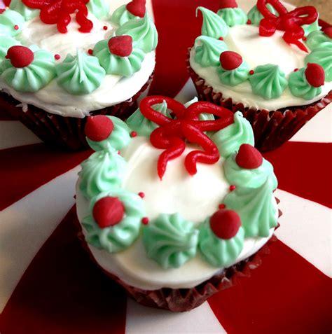 cute christmas desserts christmas wreath mini cupcakes