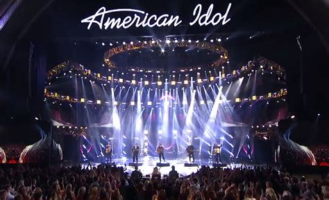 American Idol Finalists Are Paid 921 A Week by American Idol Winners Pay Tribute To David Bowie