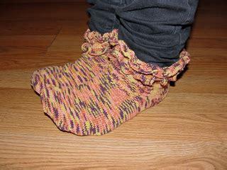 flap ruffled socks ravelry maizy ruffled socks pattern by andersson