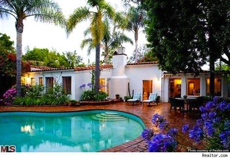 inside marilyn monroe s last home in brentwood california