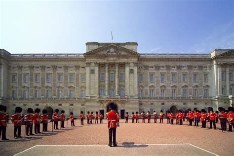 buckingham palace buckingham palace on aboutbritain com