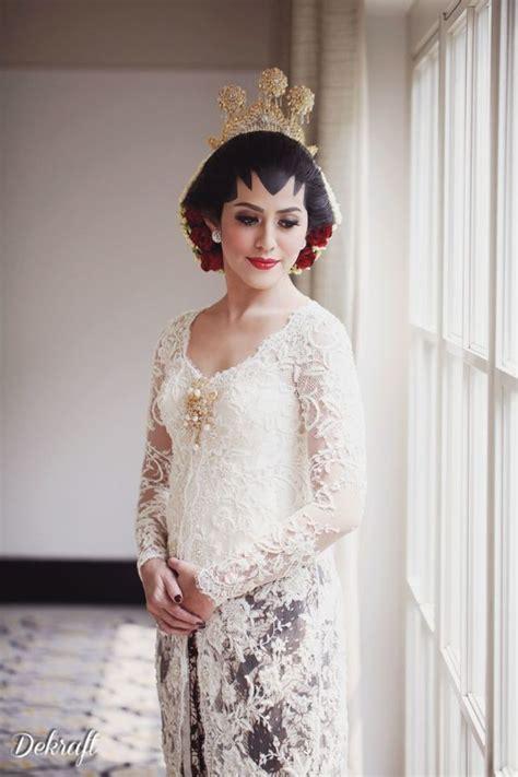 Kebaya Kutubaru Kebaya Bali Kebaya Akad Kebaya Putih Longtorso 20 inspirasi model kebaya putih untuk akad nikah demi