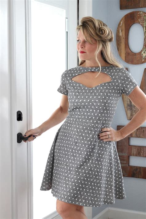 1940s Pin Up Dress Tutorial   AllFreeSewing.com