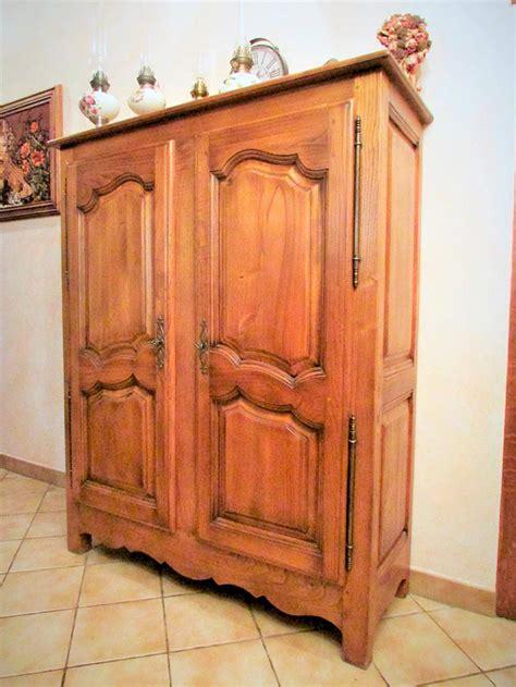 armoire a vernis armoire 2 portes chene massif teinte patine et vernis