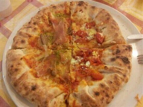 New G Ci Speedy due tipi di pizze con bordi ripieni picture of speedy go
