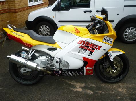 honda cbr 600 yellow 1997 honda cbr 600 yellow white 13245 miles tax may 2015 mot