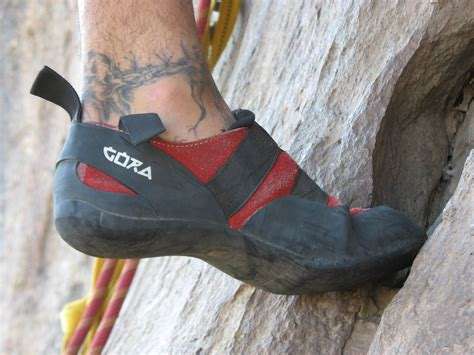 where to buy rock climbing shoes how to buy climbing shoes that fit correctly