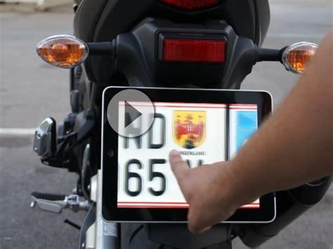 Motorrad Kenzeichen by Iplate Das Gps Gesteuerte Und Wechselbare