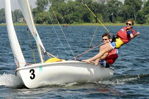 sailboat racing racing sailboat wallpaper wallpapersafari