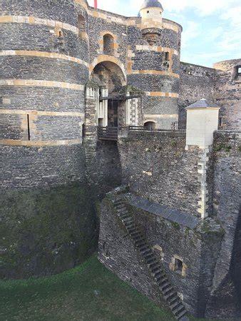 Chateau D Angers Tapisserie by Le Chateau D Angers Et La Tapisserie De L Apocalypse