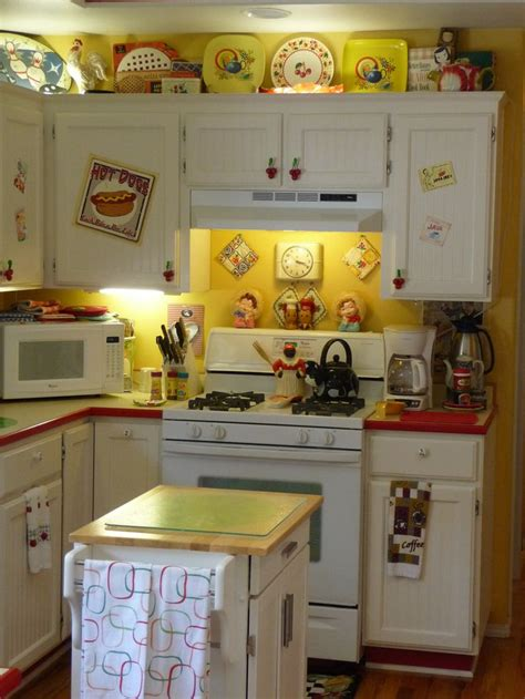 yellow and red kitchen ideas best 25 retro kitchens ideas on pinterest vintage kitchen eclectic aprons and yellow kitchens