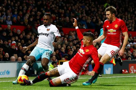 epl position man utd are in a false position in the premier league