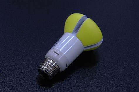 how does an led light bulb last recently launched phillips led light bulb to last for 20
