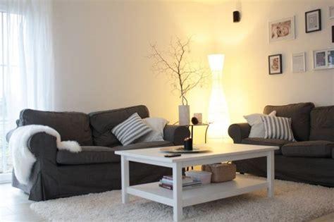 einrichtungsidee wohnzimmer wohnzimmer einrichtungsideen grau recybuche