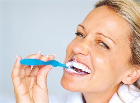 como blanquear dientes en casa c 243 mo blanquear los dientes en casa 191 c 243 mo lo puedo hacer
