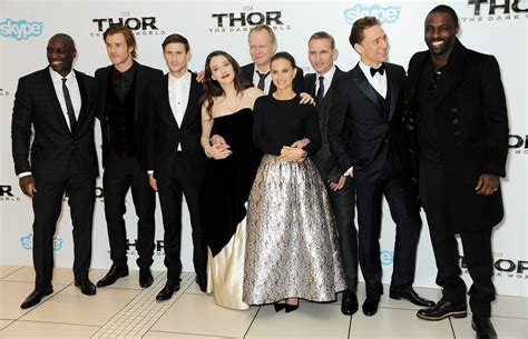 film thor actors the cast of thor the dark world gathered for a group