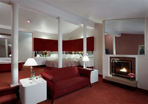 Cove Rooms by Couples Escape In The Pocono Mountains Cove Resorts