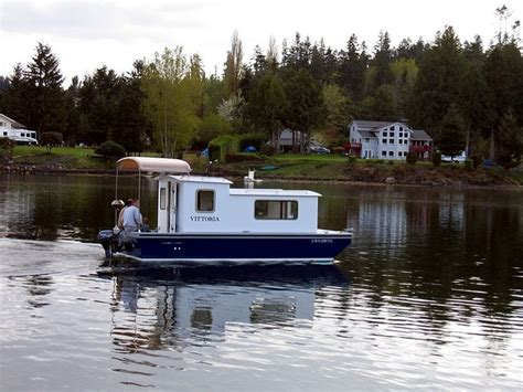 tiny house boats small house boat 28 images lovely wooden houseboat houseboats survival floating