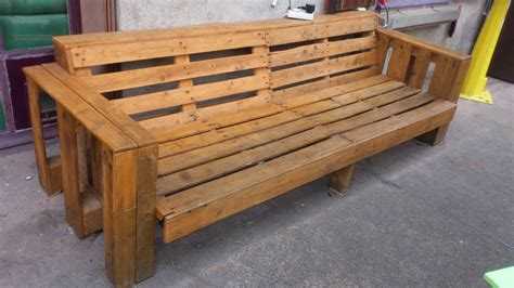 couch made with pallets wooden couch made of pallets du baust tu bricoles you