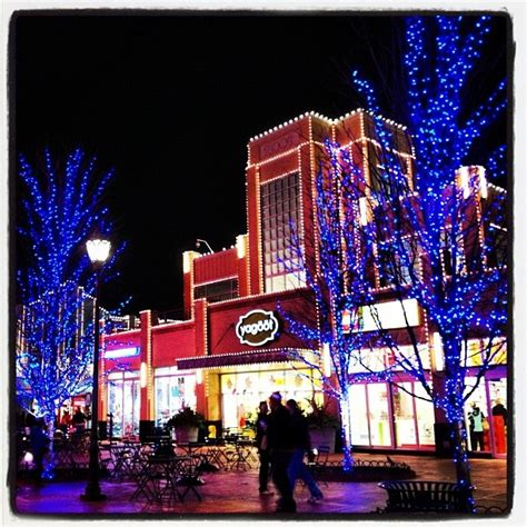 holiday lights at columbus easton town center ohio