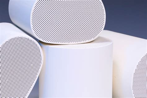 use of ceramic in automobile automobile cellular diesel particulate filter honeycomb