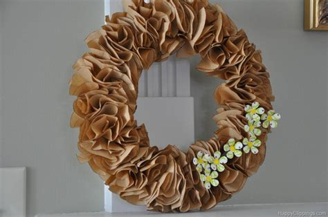 Make Paper Wreath - how to make a wreath the budget decorator