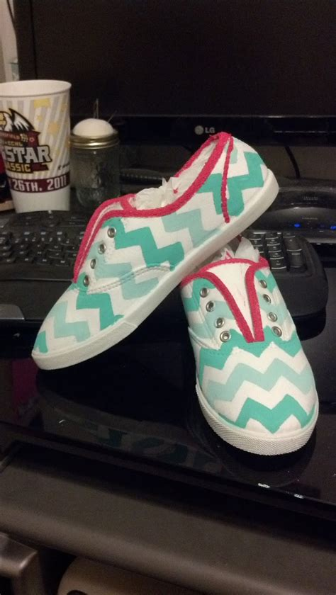 diy design shoes krafty kas diy chevron canvas shoes