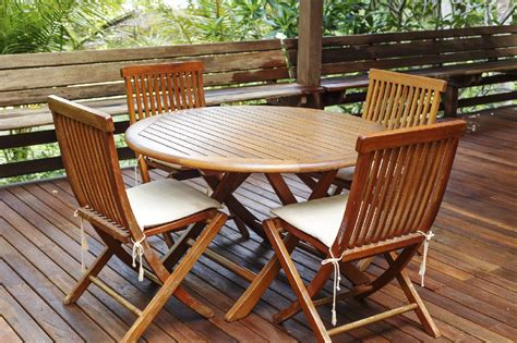 Teak Garden Furniture Cleaning How To Clean Your Patio And Outdoor Furniture Clickhowto